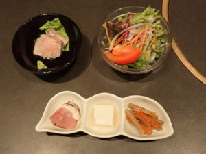 前菜、ローストビーフ、サラダ